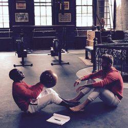 David Beckham y Kevin Hart grabando la campaña de la colección de esenciales de H&M para otoño 2015