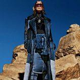 Ondria Hardin con un look denim de la colección otoño/invierno 2015/2016 de Tom Ford