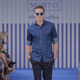Camisa azul y pantalón morado para hombre de la colección primavera/verano 2015 de Mirto