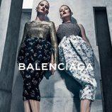 Lara Stone y Kate Moss con vestidos de la campaña otoño/invierno 2015/2016 de Balenciaga