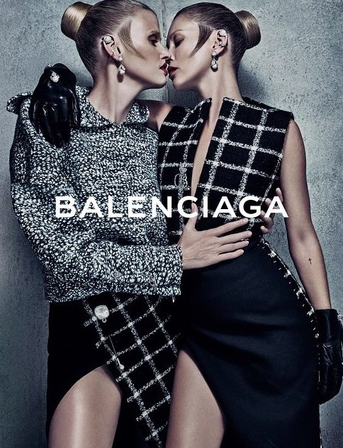 Lara Stone y Kate Moss, pura seducción en la campaña otoño/invierno 2015/2016 de Balenciaga
