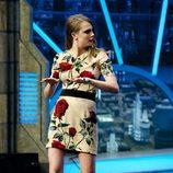 Cara Delevingne con un vestido floreado promocionando 'Ciudades de papel' en 'El hormiguero'