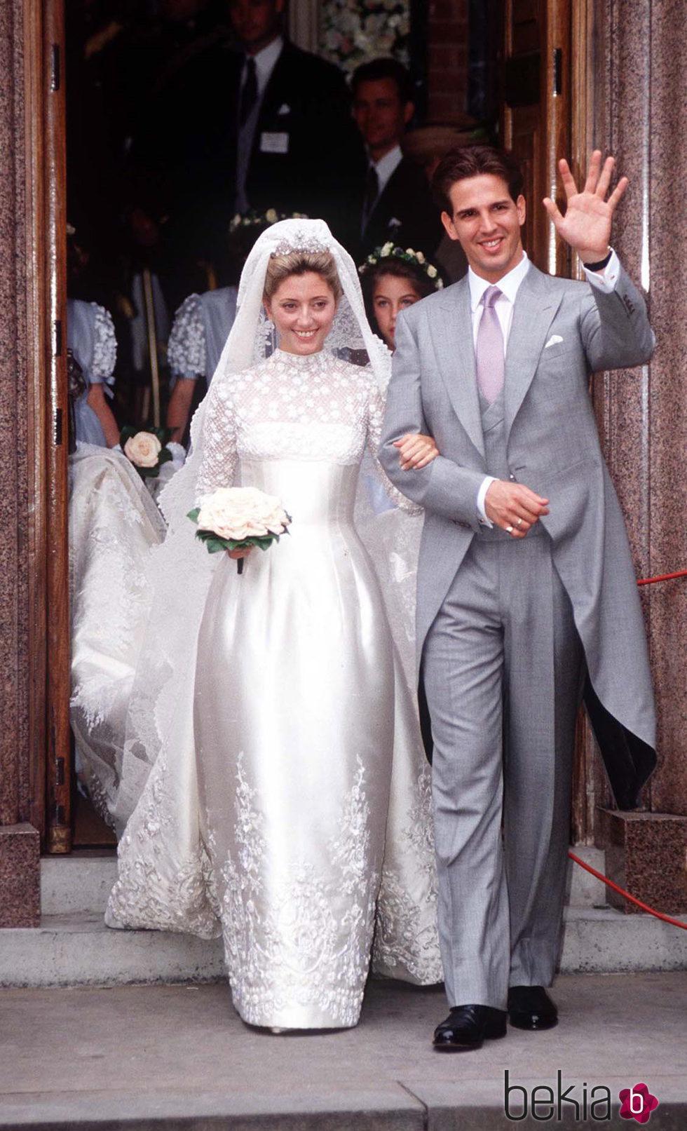 Marie-Chantal Miller con un vestido de Valentino en su boda con Pablo de Grecia