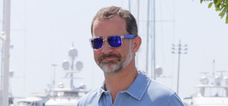 El Rey Felipe con gafas de sol polarizadas en las regatas de Mallorca