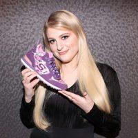 Meghan Trainor posando como imagen de la firma de calzado Skechers