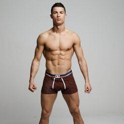 Cristiano Ronaldo luce cuerpo y boxers de su marca CR7 Underwear