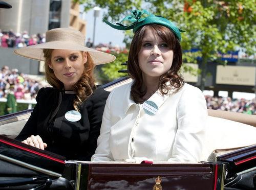 Los tocados de las Princesas Beatriz y Eugenia de York en Ascot 2011