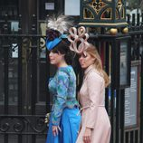 Las Princesas Beatriz y Eugenia de York con looks para la boda de los Duques de Cambridge