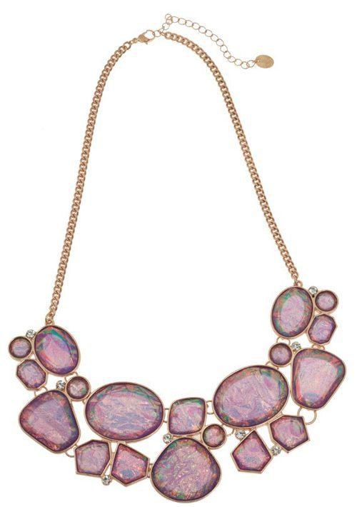 Collar con piedras rosas de efecto irisado