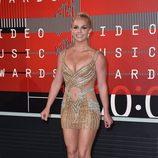 Britney Spears embutida en un minivestido dorado de Labourjoisie en los VMA 2015
