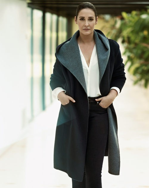 Vicky Martin Berrocal con un maxi abrigo de la temporada otoño 2015 de Violeta by Mango