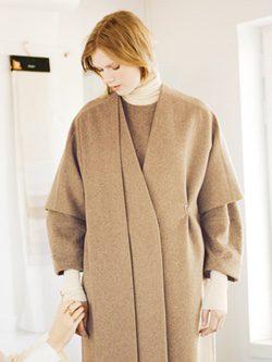 Ada Kokosar preparando un look camel de su colaboración con & Other Stories