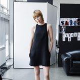 Edie Campbell con un vestido negro de la colección 'Studio' otoño/invierno 2015/2016 de H&M