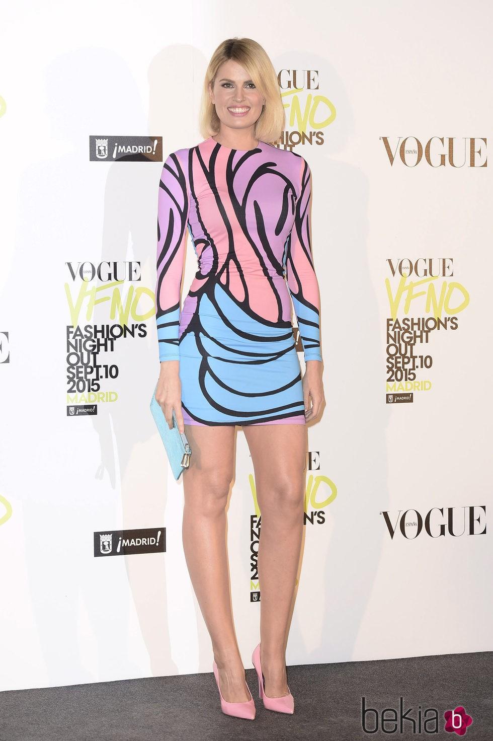 Adriana Abenia con un vestido de María Escoté en la Vogue Fashion's Night Out 2015