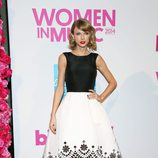 Taylor Swift con un vestido black&white en la gala Billboard Women in Music 2014