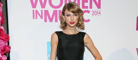 Taylor Swift con un vestido black&white en la gala Billboard Women in Music 2014
