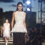 Kendall Jenner desfilando con la colección primavera/verano 2016 de Givenchy en Nueva York Fashion Week
