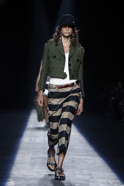 Pantalón de rayas colección primavera/verano 2016 de Alexander Wang en Nueva York Fashion Week
