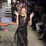 Candice Swanepoel desfilando con la colección primavera/verano 2016 de Givenchy en Nueva York Fashion Week
