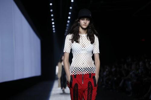 Camiseta blanca básica de la colección primavera/verano 2016 de Alexander Wang en Nueva York Fashion Week