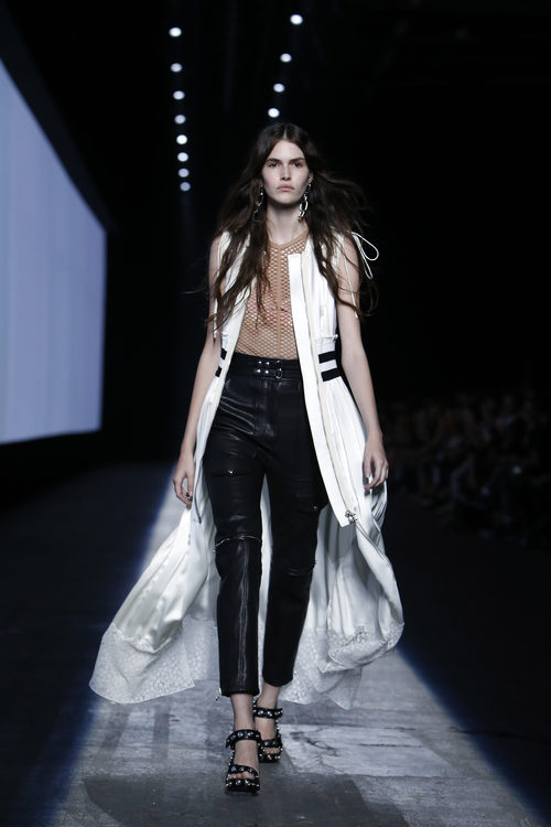 Pantalón negro de la colección primavera/verano 2016 de Alexander Wang en Nueva York Fashion Week