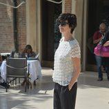 Paz Vega con un sencillo pantalón negro y camisa blanca en el festival de Venecia 2015