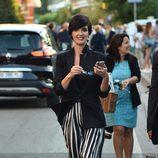 Paz Vega escoge una falda midi tableada de dos colores para el festival de Venecia 2015