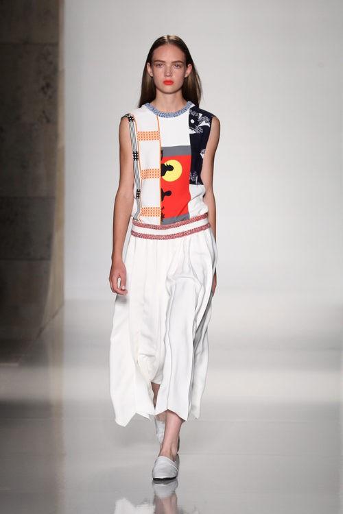 Vestido blanco estampado de la colección primavera/verano 2016 de Victoria Beckham en Nueva York Fashion Week