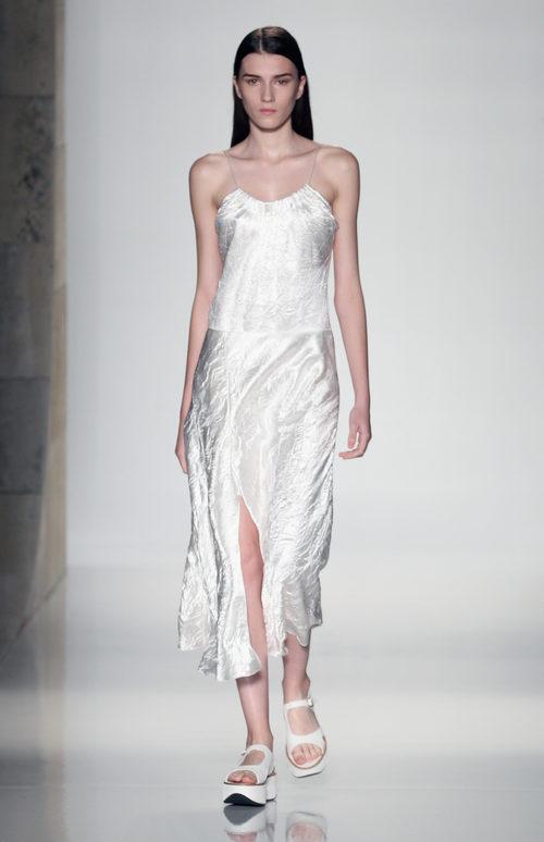 Vestido blanco de la colección primavera/verano 2016 de Victoria Beckham en Nueva York Fashion Week
