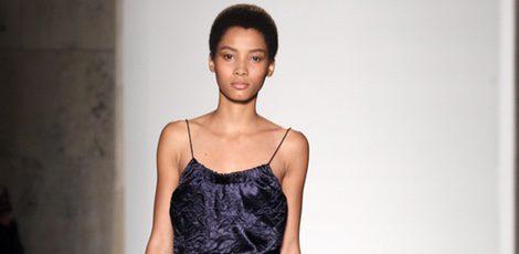Jumpsuit morado de la colección primavera/verano 2016 de Victoria Beckham en Nueva York Fashion Week