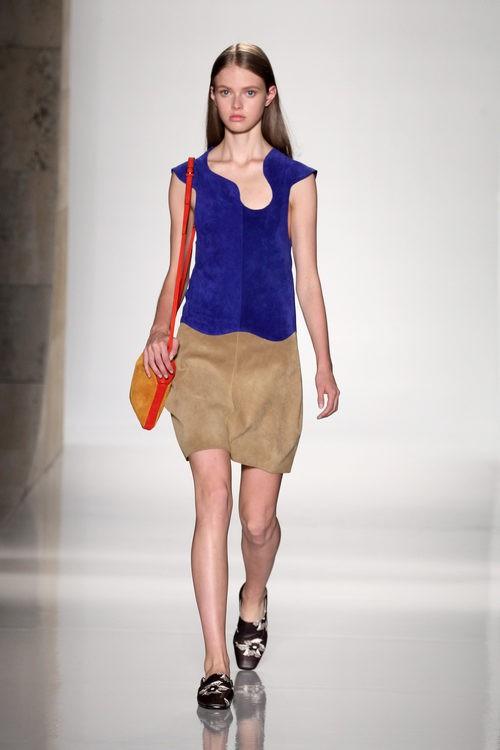 Vestido de ante de la colección primavera/verano 2016 de Victoria Beckham en Nueva York Fashion Week