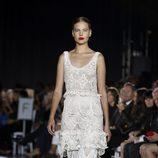 Vestido blanco de puntillas de la colección de primavera-verano 2016 de Zac Posen de Nueva York Fashion Week