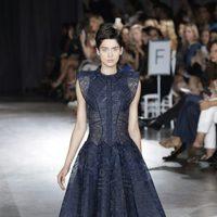Vestido azul con falda de vuelo de la colección de primavera/verano 2016 de Zac Posen en Nueva York Fashion Week