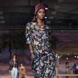 Camiseta y pantalón de estampado floral de la colección de Tommy Hilfiger en la colección primavera/verano 2016 en la Nueva York Fashion Week
