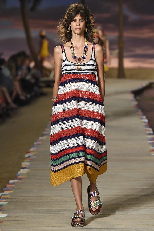 Vestido de rayas de la colección primavera/verano 2016 de Tommy HIlfiger en la New York Fashion Week