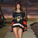 Jersey de punto negro y rojo de la colección de primavera/verano 2016 de Tommy Hilfiger en Nueva York Fashion Week