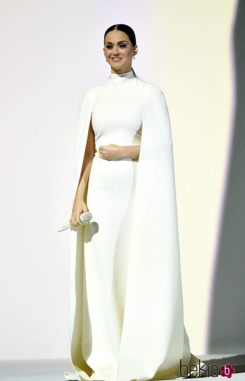 Katy Perry con un vestido de Alta Costura de Valentino en los Grammy 2015