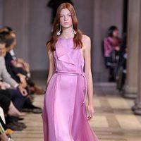 Vestido rosa de la colección de primavera/verano 2016 de Carolina Herrera en Nueva York Fashion Week