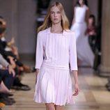 Vestido rosa claro de la colección de primavera/verano 2016 de Carolina Herrera en Nueva York Fashion Week