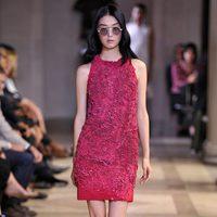 Vestido rosa fucsia de la colección de primavera/verano 2016 de Carolina Herrera en Nueva York Fashion Week