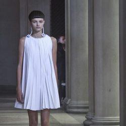 Vestido malva de vuelo de la colección de Carolina Herrera primavera/verano 2016 en la Nueva York Fashion Week