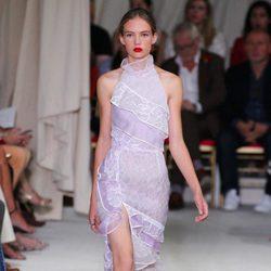 Vestido malva de la colección de primavera/verano 2016 de Oscar de la Renta en Nueva York Fashion Week