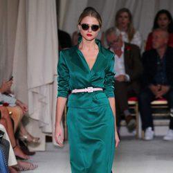 Traje de chaqueta verde de la colección de primavera/verano 2016 de Oscar de la Renta en Nueva York Fashion Week