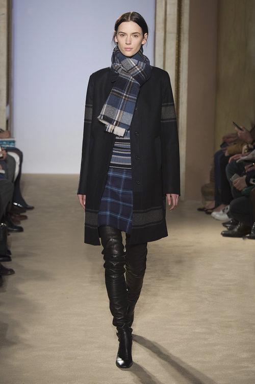 Falda de cuadros con bufanda de cuadros de la colección otoño/invierno 2015/2016 de Fay