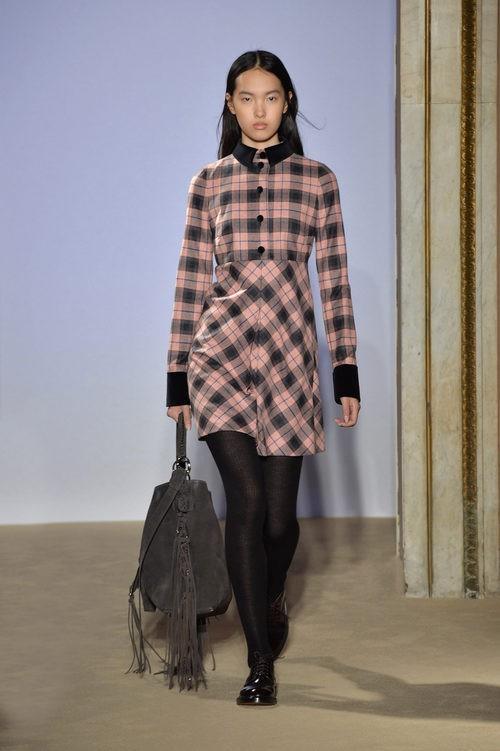 Vestido de cuadros tartán de la colección otoño/invierno 2015/2016 de Fay