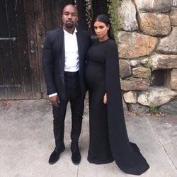 Kim Kardashian con un vestido Valentino en una boda con Kanye West