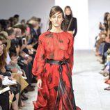 Vestido rojo y negro de la colección de primavera/verano 2016 de Michael Kors en Nueva York Fashion Week