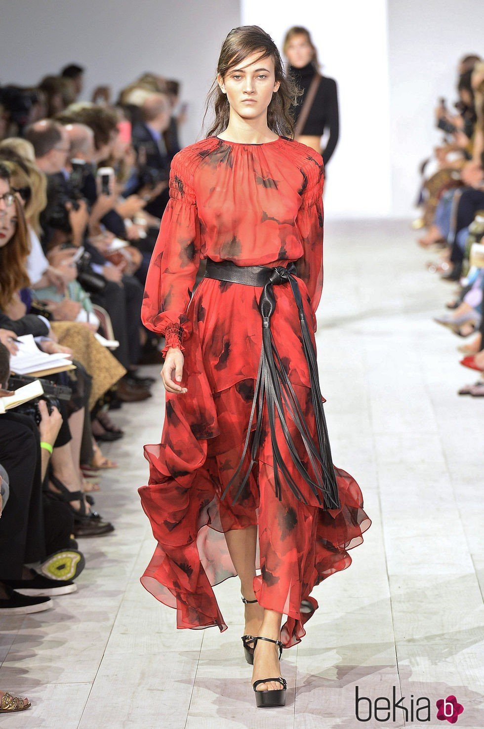 b563ab72a Anterior Vestido rojo y negro de la colección de primavera verano 2016 de  Michael Kors en