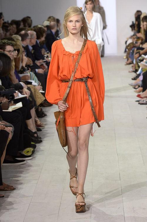 Vestido naranja de la colección de primavera/verano 2016 de Michael Kors en Nueva York Fashion Week
