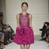 Vestido rosa corto de la colección de primavera/verano 2016 de Marchesa en Nueva York Fashion Week